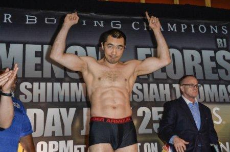 Бейбут Шуменов выиграл бой у американского боксера Би Джея Флореса